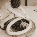 1920s-woman-changing-tyre